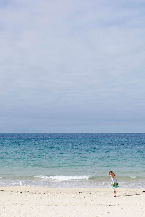 Carbis_Bay_Cornwall_girl_on_beach