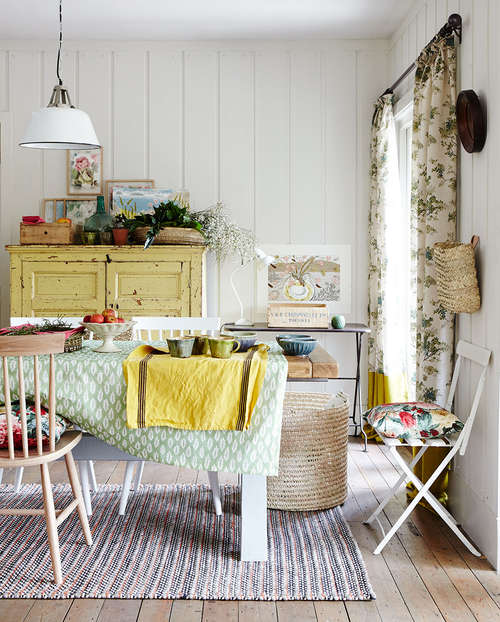 CountryLiving_Floral_fabric_dining_room