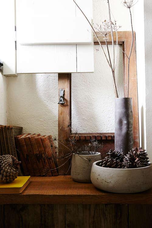 Modern_rustic-concrete_bowls-pine_cones