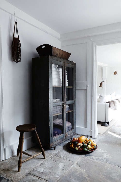 Rustic_stone_floor_hallway