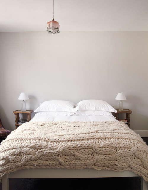 minimal_bedroom-chunky_knit_throw
