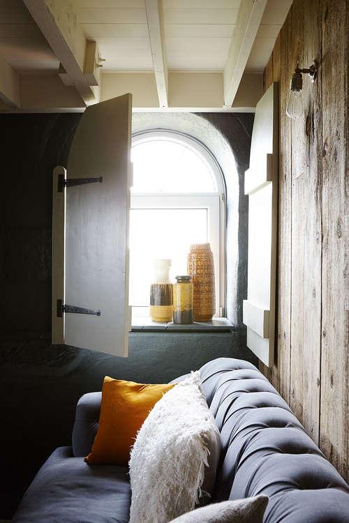 modern_rustic_living_room-cermaics