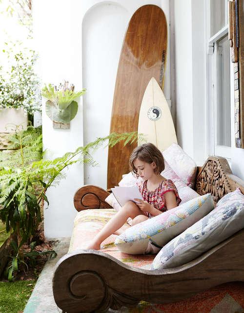 tropical_garden_courtyard-surfboards